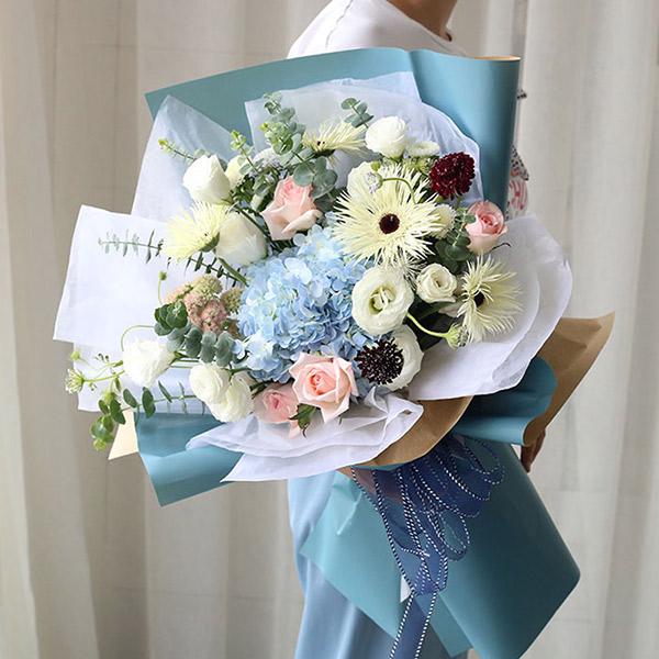 66朵高端玫瑰花混搭花束鲜花